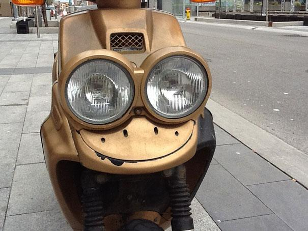 Smiling-Frog-looking-Scooter