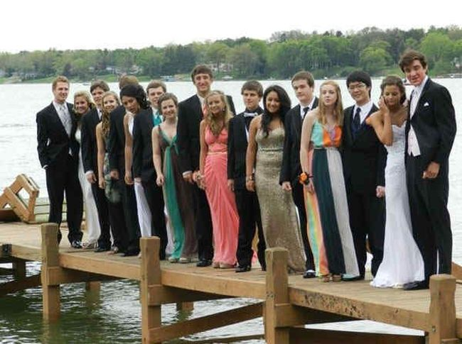Proms-Funny-Embarrassing-Dress-18-1