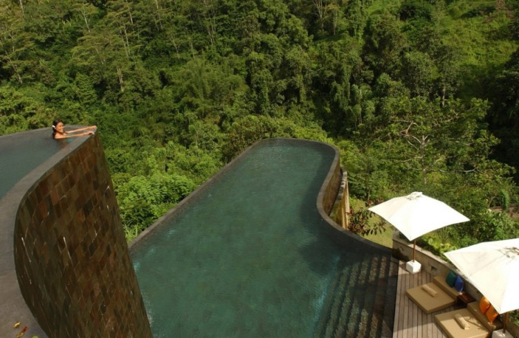 Amazing-Swimming-Pool-Spots-In-The-World-01