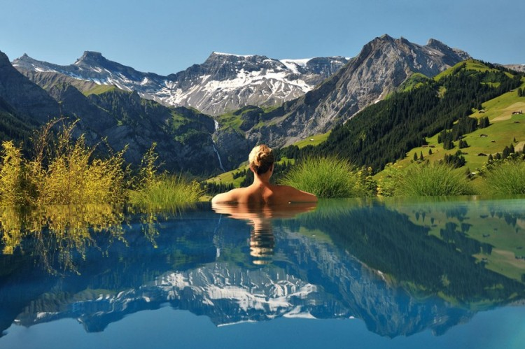 Amazing-Swimming-Pool-Spots-In-The-World-04