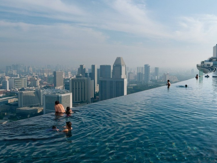 Amazing-Swimming-Pool-Spots-In-The-World-07