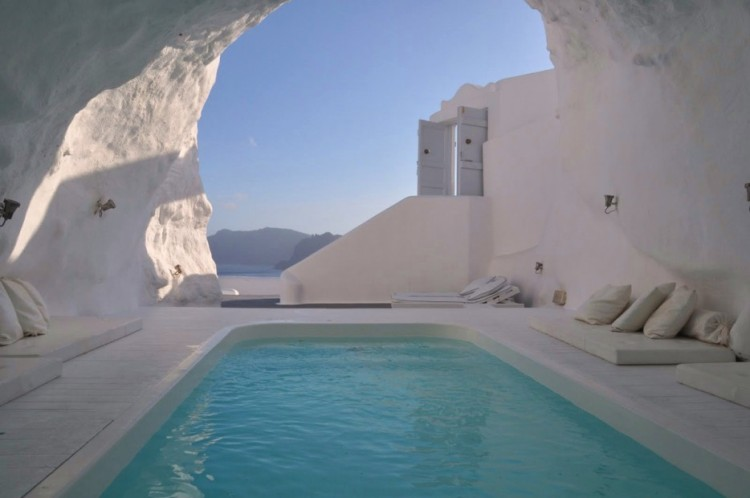 Amazing-Swimming-Pool-Spots-In-The-World-26