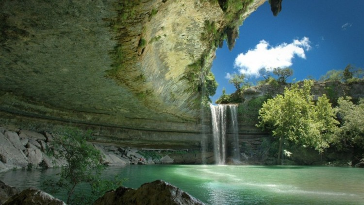 Amazing-Swimming-Pool-Spots-In-The-World-27