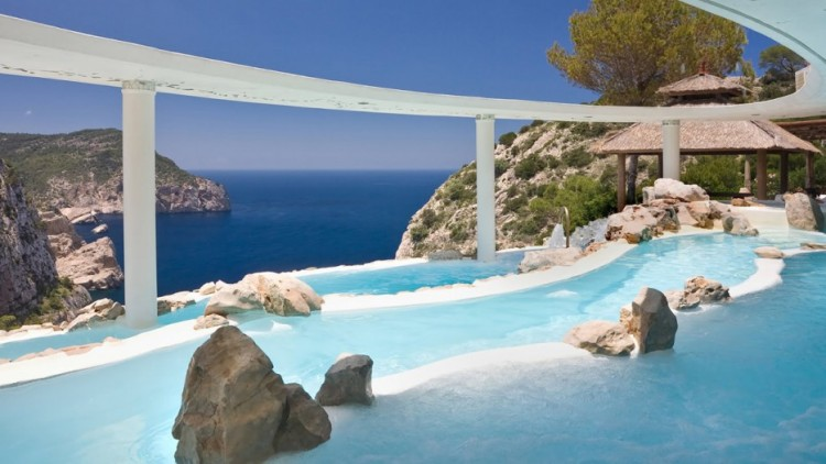 Amazing-Swimming-Pool-Spots-In-The-World-33