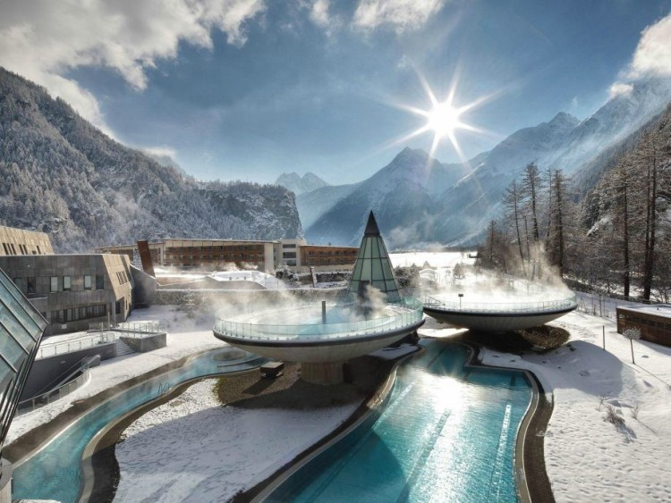 Amazing-Swimming-Pool-Spots-In-The-World-41