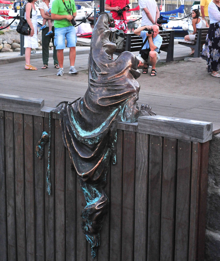 Most-Beautiful-Statues-In-The-World-09-2