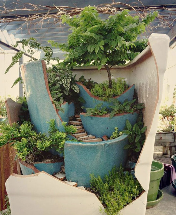 Turn-Broken-Pots-Into-Beautiful-Garden-DIY-03