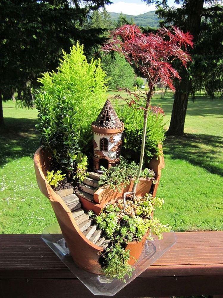 Turn-Broken-Pots-Into-Beautiful-Garden-DIY-04