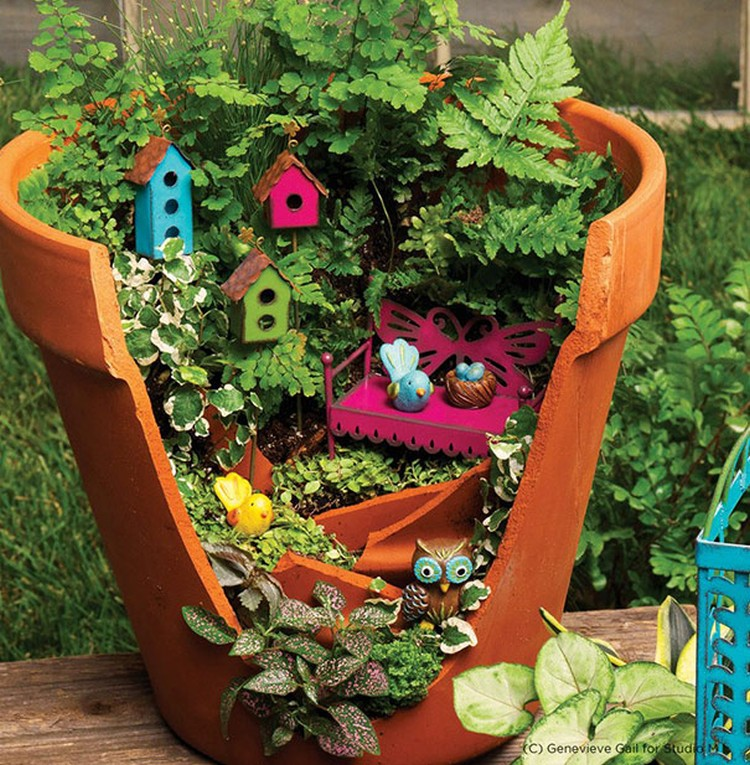 Turn-Broken-Pots-Into-Beautiful-Garden-DIY-08