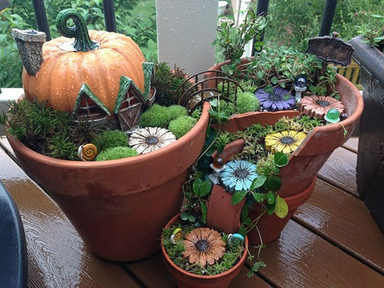 Turn-Broken-Pots-Into-Beautiful-Garden-DIY-10
