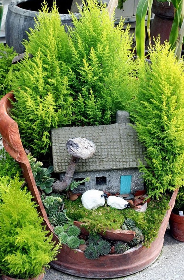 Turn-Broken-Pots-Into-Beautiful-Garden-DIY-11