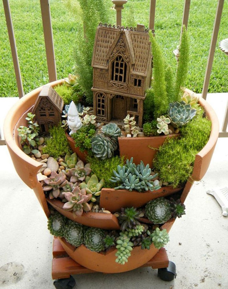 Turn-Broken-Pots-Into-Beautiful-Garden-DIY-13