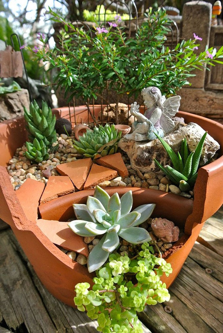 Turn-Broken-Pots-Into-Beautiful-Garden-DIY-16
