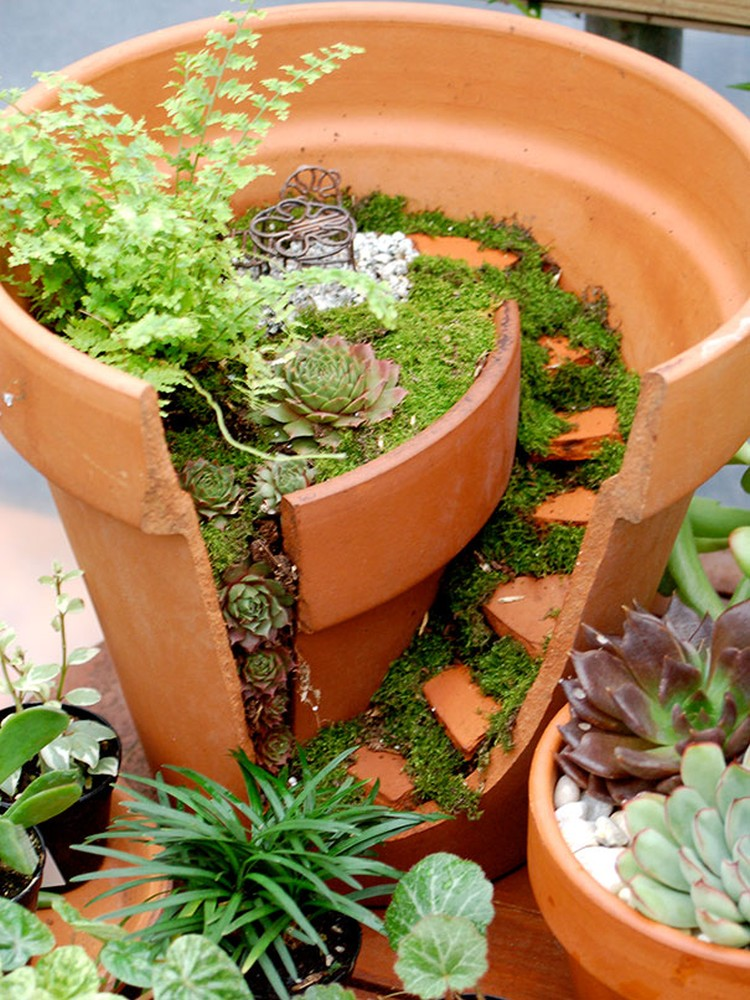 Turn-Broken-Pots-Into-Beautiful-Garden-DIY-17